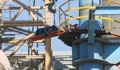 Cadáver de un trabajador fallecido en una fábrica de cementos. | Antonio Pastor