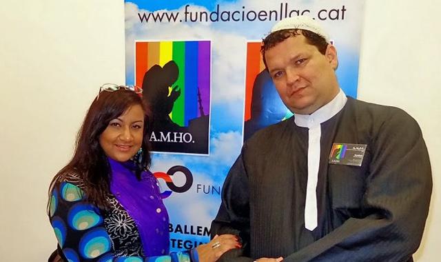 Abdel Jahil Zam Zam, secretario general de AMHO, junto con una miembro de la asociación.   AMHO