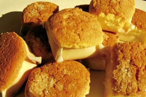 Los mantecados y polvorones son unos de los dulces típicos de la Navidad. | El Mundo