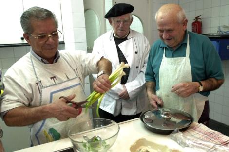 Aprendiendo a cocinar. | Raul Bogajo