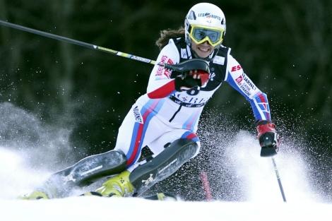 Se recomiendan gafas con filtro UV como las de la esquiadora Sandrine Aubert. | El Mundo