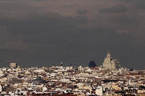 Una boina gris de contaminación cubre la ciudad de Madrid
