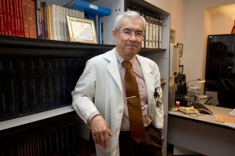 El médico Emilio Bouza habla de la sanidad madrileña