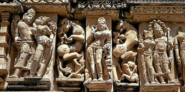 Esculturas de la fachada del Templo Kandariya Mahadeo.| Charles y Josette Lenars