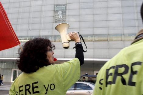 Jóvenes protestan por la pérdida de empleo en Madrid. | EL MUNDO