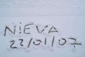 Inscripción en la nieve en la estación de Cerler. (Foto: ARAMÓN)