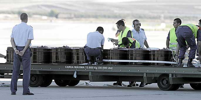 Llegada a España de los féretros de siete de las ocho víctimas.