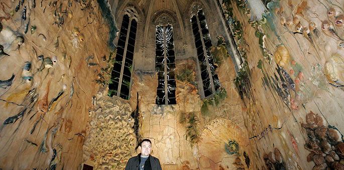 El artista Miquel Barceló, en la capilla del Santísimo de la Catedral de Palma.