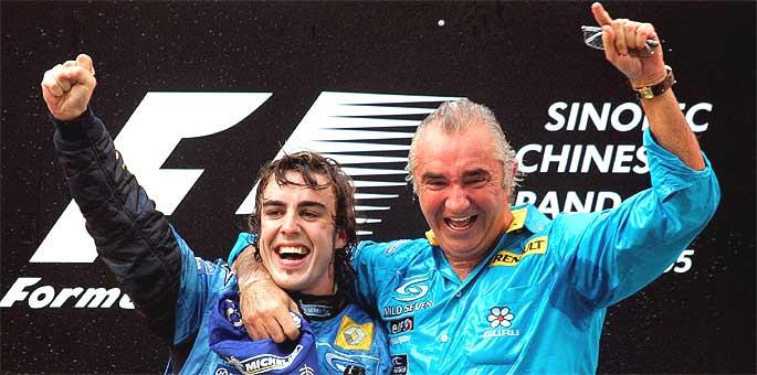 Fernando Alonso y Flavio Briatore celebran el título en 2006.