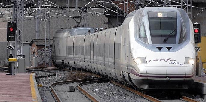 Imagen del AVE que cubre la línea Madrid-Valladolid durante el periodo de pruebas