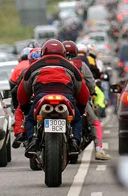 El Gobierno aprueba el carné A2 para conducir motos de hasta 500 centímetros cúbicos. Foto: Efe.