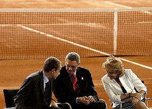 Zapatero, Gallardón y Aguirre, en la inauguración de la Caja Mágica. (Di Lolli)