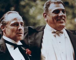09350445eca51 Corleone (Brando) y Luca Brasi (L. Montana).