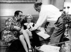 'Buñuel, en el rodaje de 'El discreto encanto de la burguesía'.