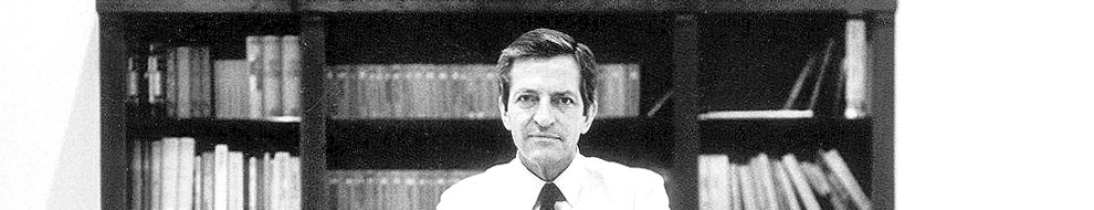 Adolfo Suárez, en su despacho