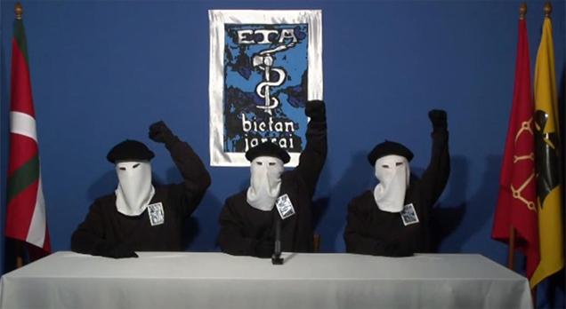 Los miembros de ETA que han leído el comunicado.
