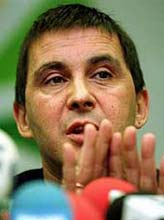 29.11.1999. El portavoz de la coalición abertzale, durante la rueda de prensa sobre la ruptura de la tregua. (Foto: EFE)