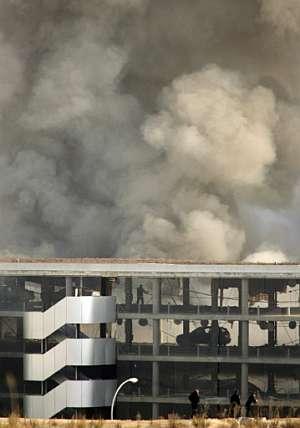El aeropuerto de Barajas, tras la explosión de  un coche bomba, el 30 de diciembre de 2006. (AFP)