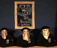 01.07.1996. El diario Egin publica  un comunicado que anuncia el final de la tregua mantenida durante una semana. (Foto: EFE)