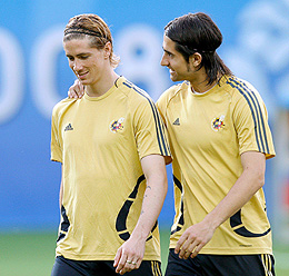 Torres y De la Red, durante el entrenamiento de España. (Foto: EFE)