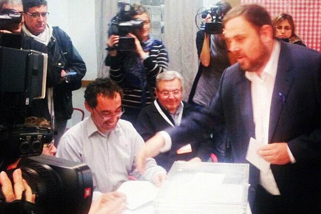 Oriol Junqueras ejerciendo su derecho a voto.