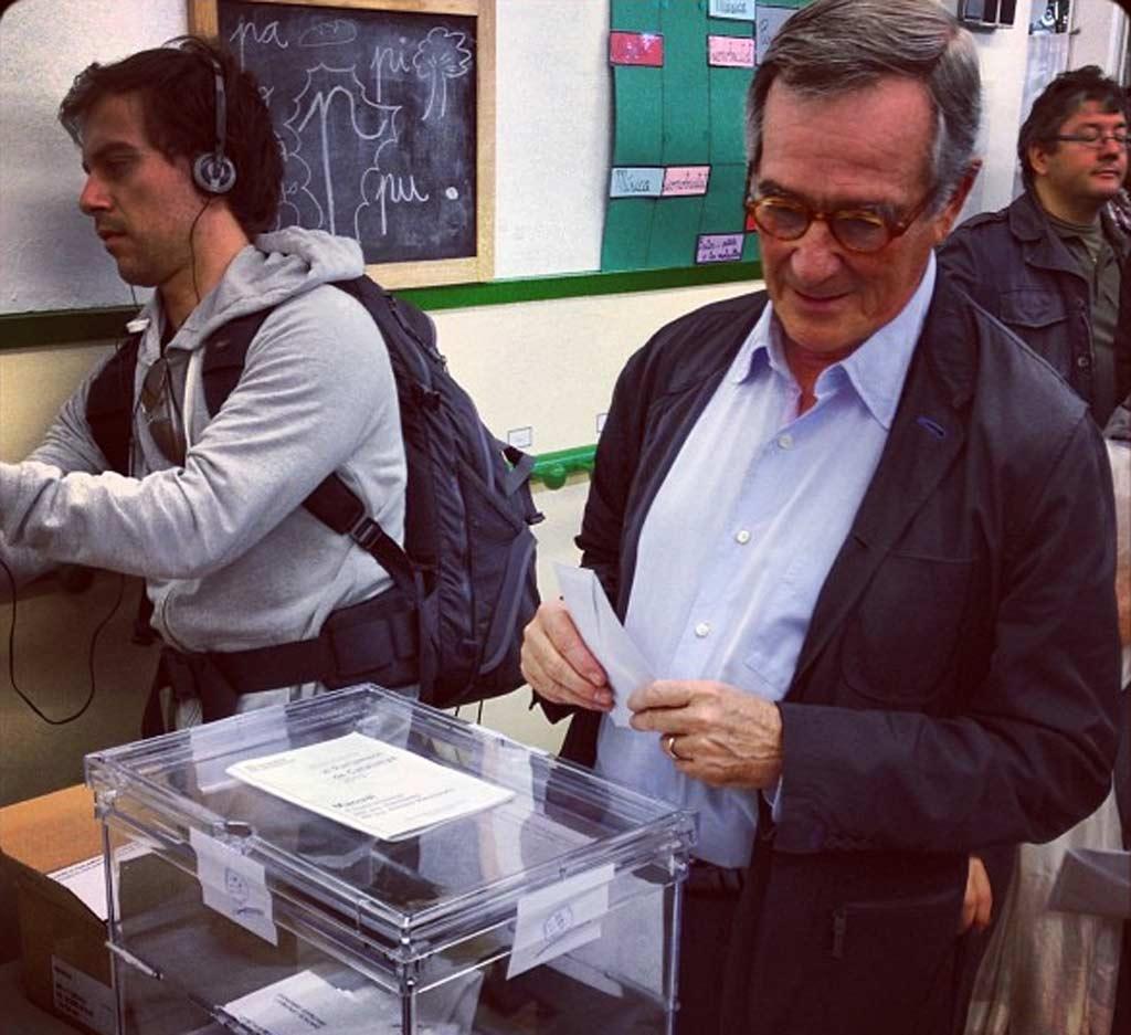 Xavier Trias votando en la Escola Augusta de Barcelona.
