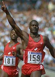 Ben Johnson, entra en meta en Seúl'88 donde ganó el oro.