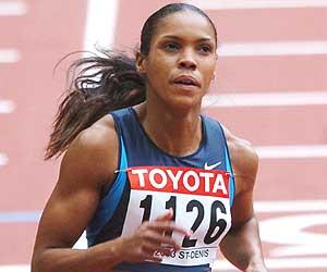 Torri Edwards durante los Mundiales de Paris'03./AFP