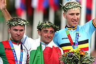 El podio olímpico, Bettini, Paulinho y Axel Merckx./AP