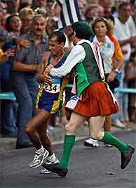 Imagen de la agresión al corredor brasileño./AP