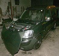 Así quedó el coche de Mayer tras la persecución policial. (Foto: AFP)