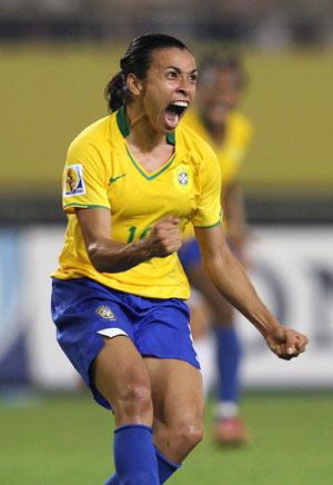 Marta celebra un gol con su selección. (Foto: AFP)