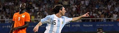 Lionel Messi celebra el primer tanto de su equipo. (Foto: AP)