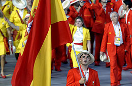 Los españoles desfilan en Pekín. (AFP)