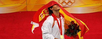 Rafa Nadal, tras recibir la medalla de oro. (Foto: AFP)