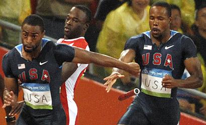 Tyson Gay falla la recepción del testigo en los relievos de 4x100 metros. (Foto: AFP)