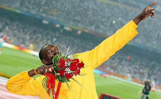 Bolt celebra el triunfo en el 200. (Foto: EFE)