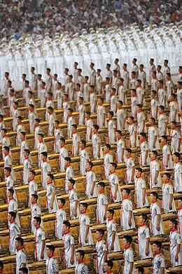 Imagen de parte de los figurantes de la ceremonia de inauguración. (Foto: REUTERS)