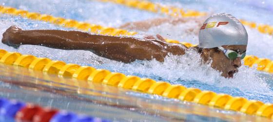 Enhamed Enhamed, en la prueba de 100 metros mariposa. (Foto: AFP).