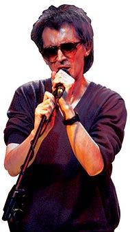 Fernando Márquez formó parte, en los años 80, de los grupos Paraíso, La Mode y Pop-Decó.