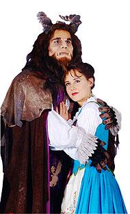 La pareja protagonista, interpretada por David Ordinas y Julia Möller.