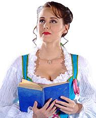 Bella (Julia Möller) descubrirá la belleza interior de la Bestia.