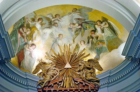 Fescos de Goya en el altar (Foto: Begoña Rivas)