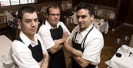 Desde Argentina. de izda. a dcha., Félix Gehle (jefe de sala), Pablo Giudice (gerente) y Estanis Carenzo (chef).   Q. F.