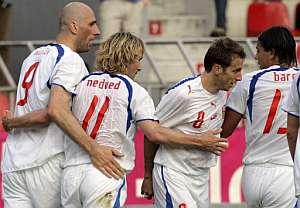 Los jugadores checos celebran el segundo tanto. (Foto: AFP)