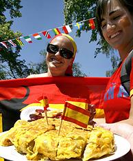 Hinchas de la selección española en Alemania. (Foto: EFE)