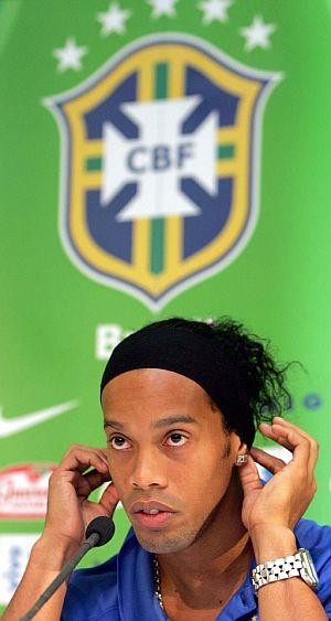 Ronaldinho, dutante la comparecencia ante la prensa. (Foto: EFE)