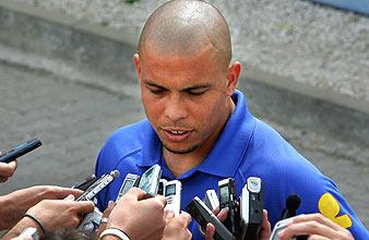 Ronaldo atiende a los periodistas. (Foto: AP)