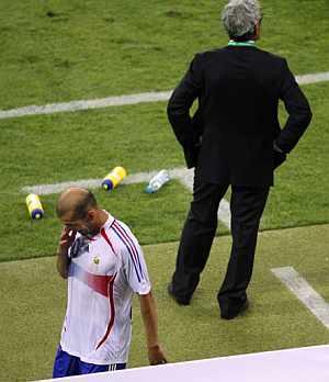 Zinedine Zidane no jugará el decisivo partido ante Togo. (Foto: AFP)
