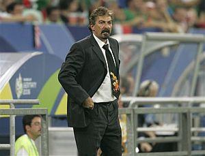 Lavolpe, durante el partido. (Foto: AP)